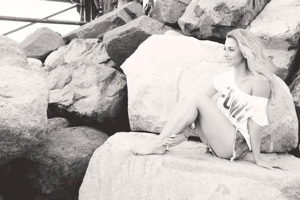 Black & white rock fomo