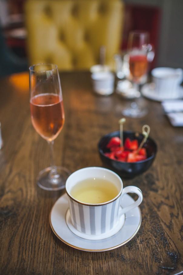 rose_tea_strawberries